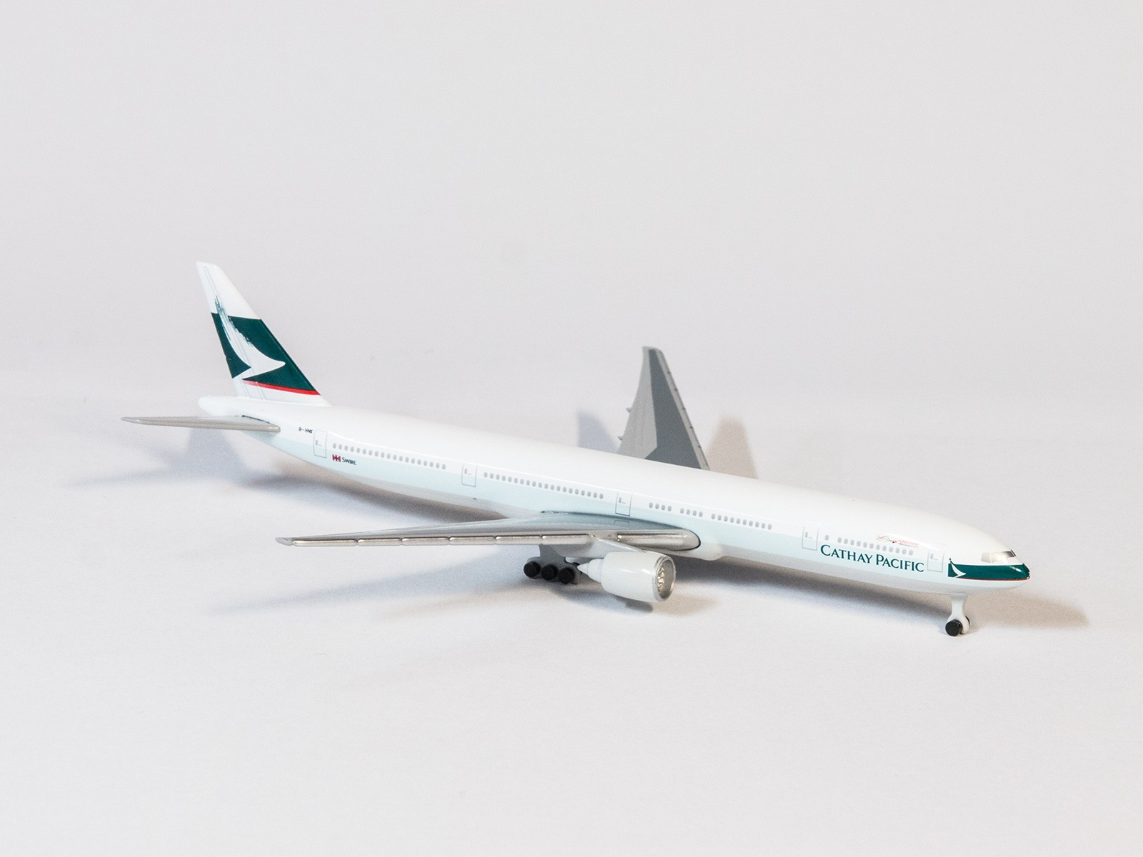 Schuco 3551679 Boeing 777-300 Catay Pacific in 1:600