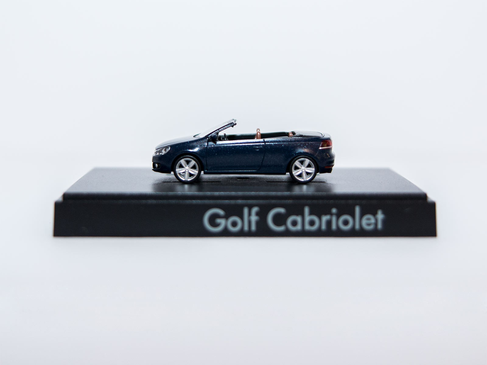 Wiking H0 VW Golf Cabriolet darkblue