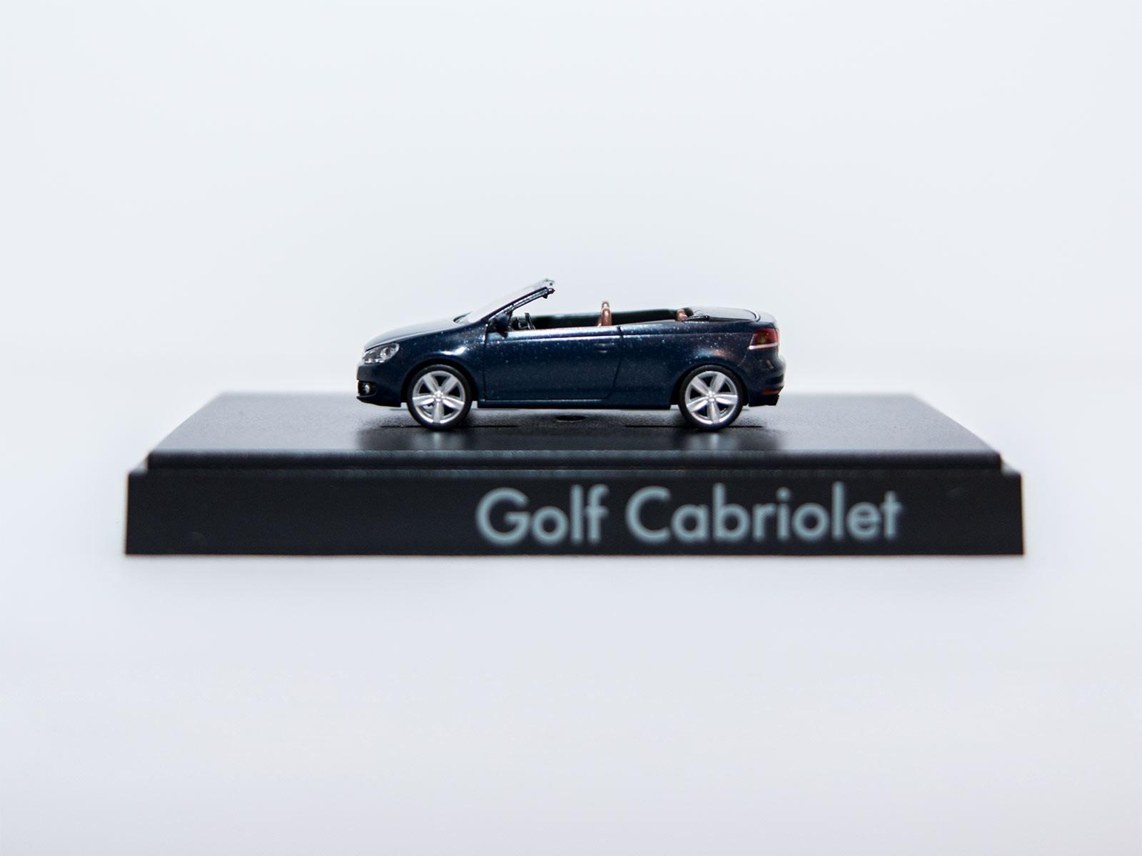 Wiking H0 VW Golf Cabriolet darkblue