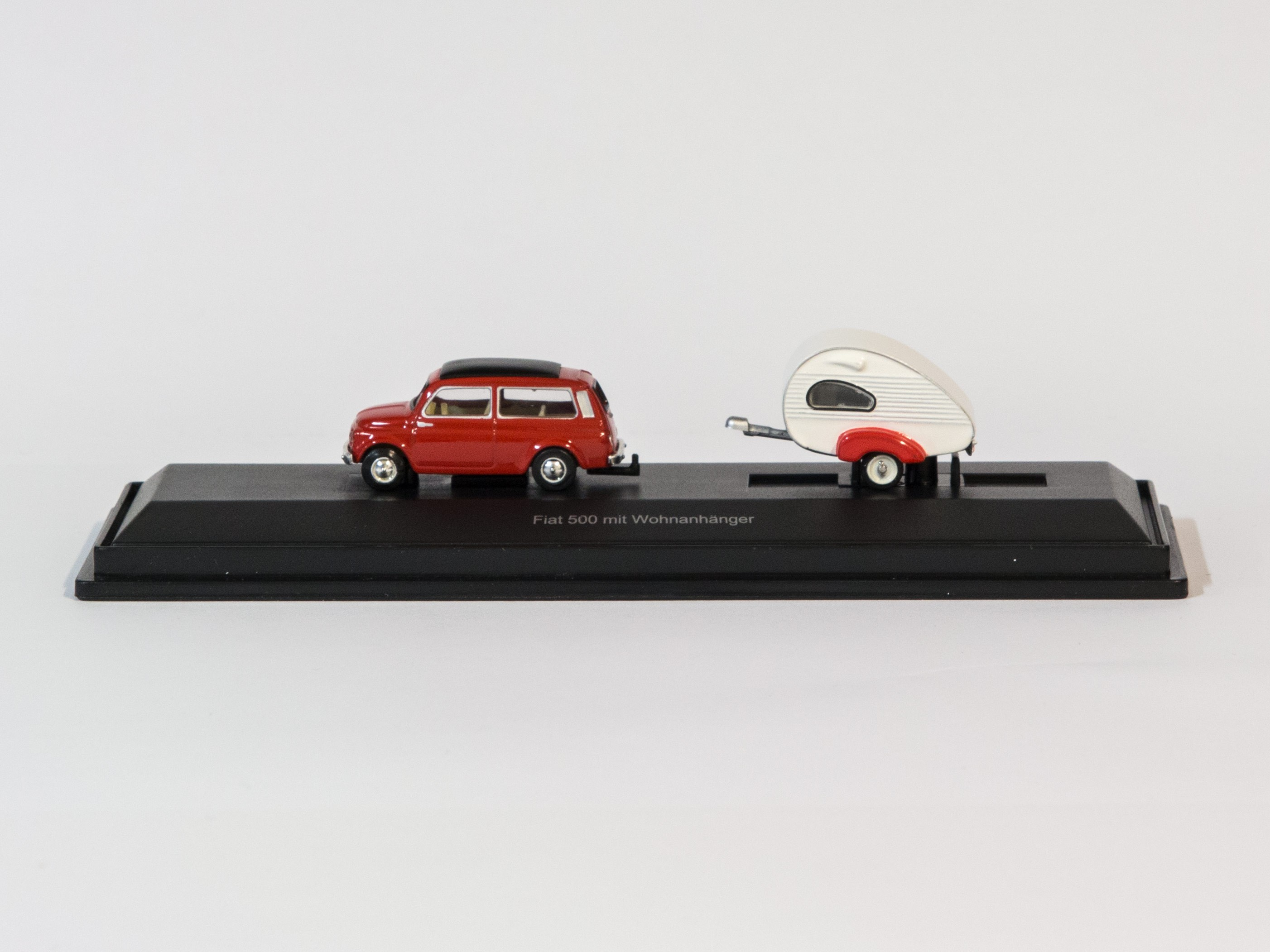 Schuco 26106 H0 Fiat 500 mit Wohnanhänger