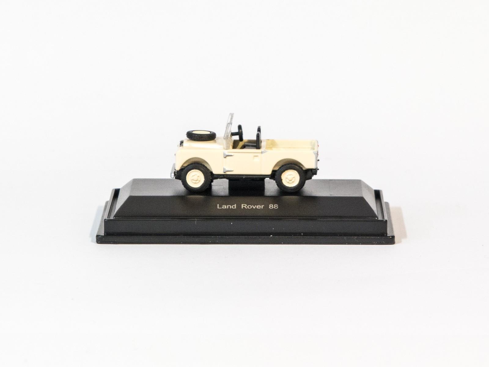Schuco 452613600  LandRover 88