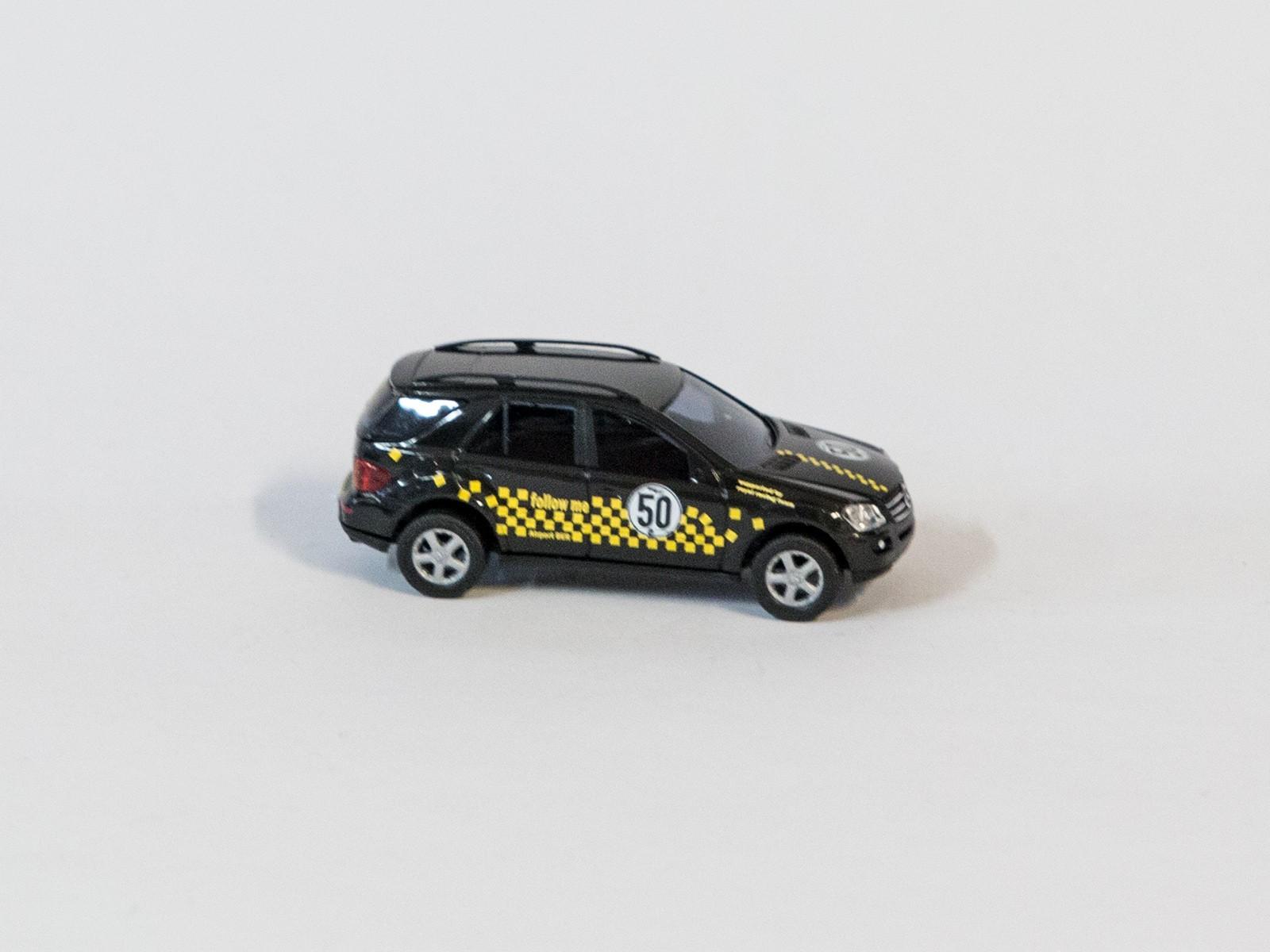 "Busch 49815 H0 Mercedes-Benz M-Klasse  ""Follow me"""