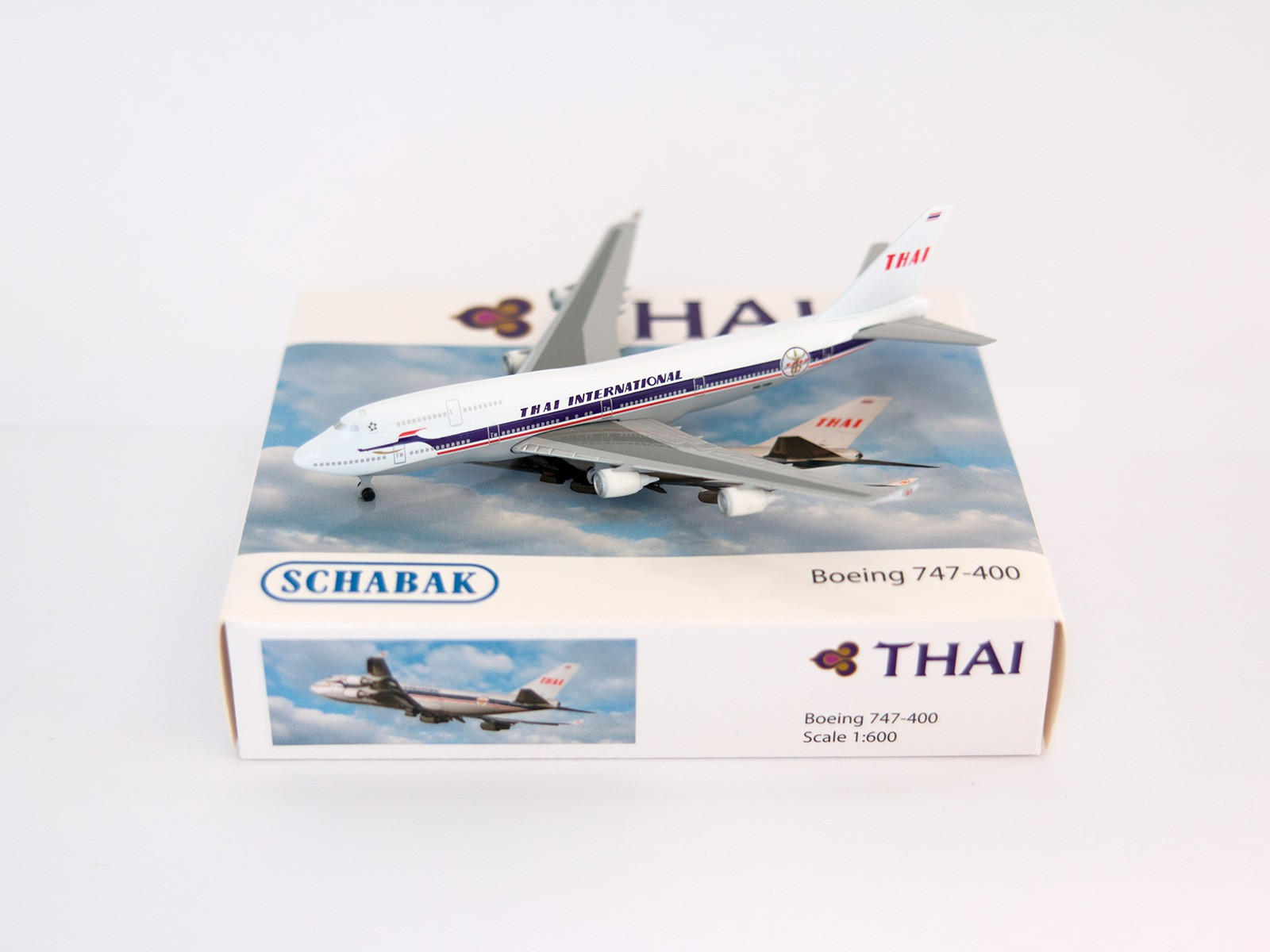 Schuco/Schabak 3551616 Boeing 747-400 THAI Airways 1:600