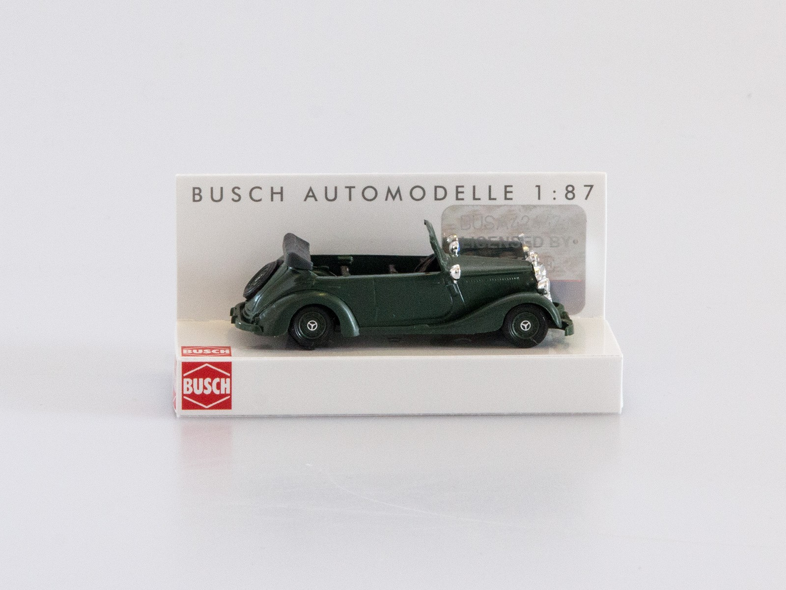 """Busch 41404 Mercedes-Benz 170V """"Bereitschaftspolizei"""", grün"""