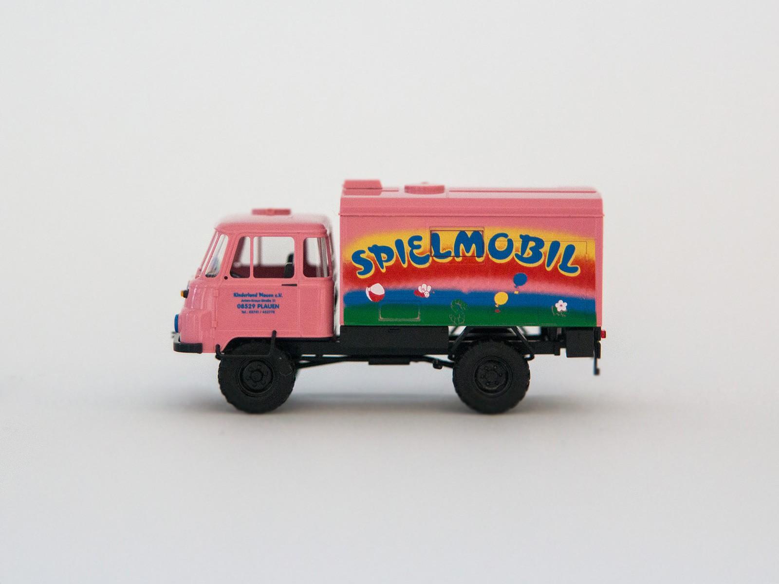"Busch 50223 H0 Robur LO 2002 A ""Spielmobil"""