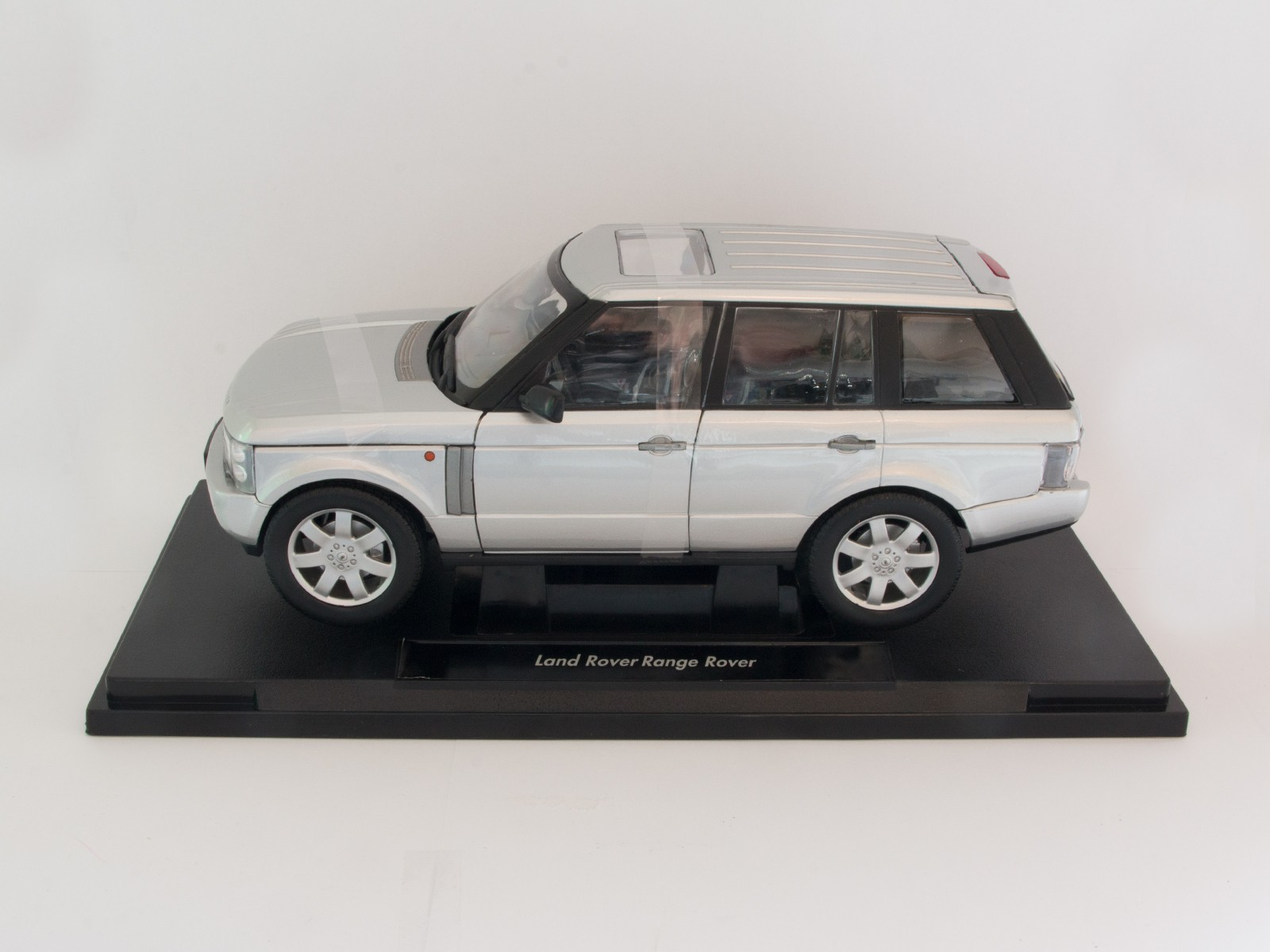 Welly 12536 1:18 Land Rover Range Rover silver